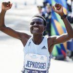 Keniana Joyciline Jepkosgei logra en Berlín el récord media maratón