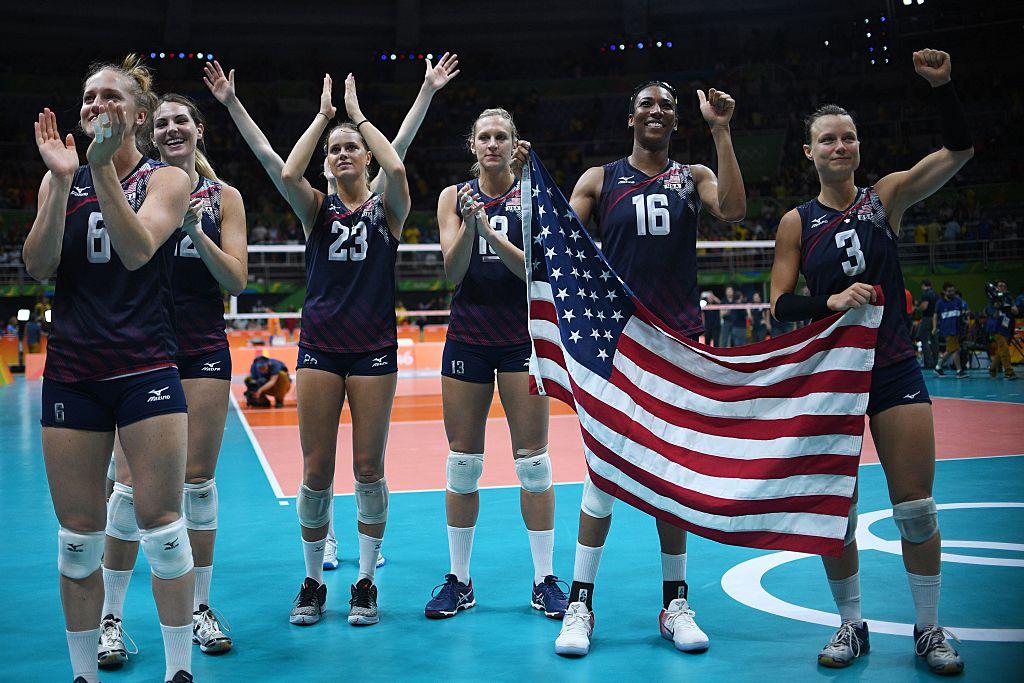 Estados Unidos gana primera medalla de oro en voleibol femenino