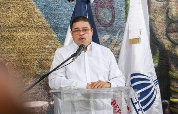 Camacho aclara sobre la compra de luces del estadio Quisqueya Juan Marichal