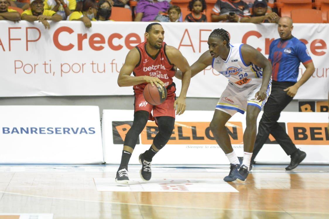 Leones vencen a los Metros y toman delantera semifinal A LNB