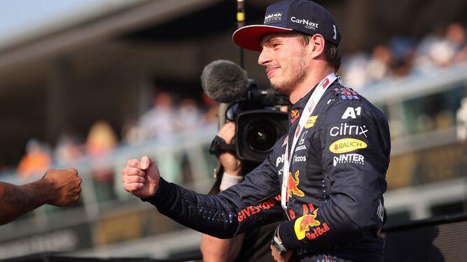 Max Verstappen arrebata la pole a Lewis Hamilton