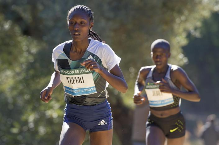Teferi y Tirop baten sendos récord mundial en 5 y 10K en ruta