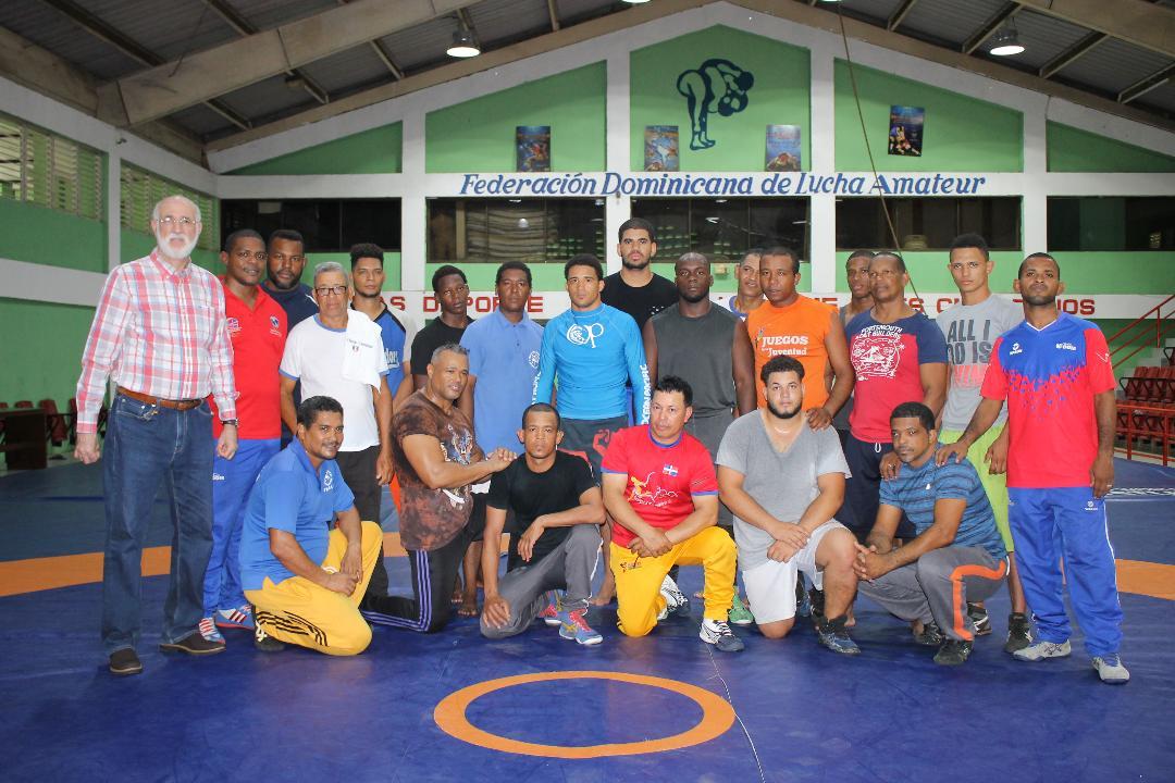 Federación de Lucha inicia congreso con entrenadores este viernes