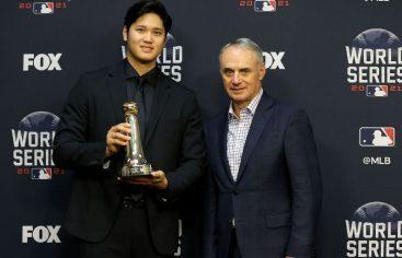 Shohei Ohtani recibe premio del Comisionado MLB al