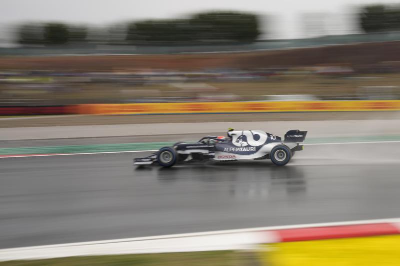 Lewis Hamilton compensa sanción con clasificación en Turquía