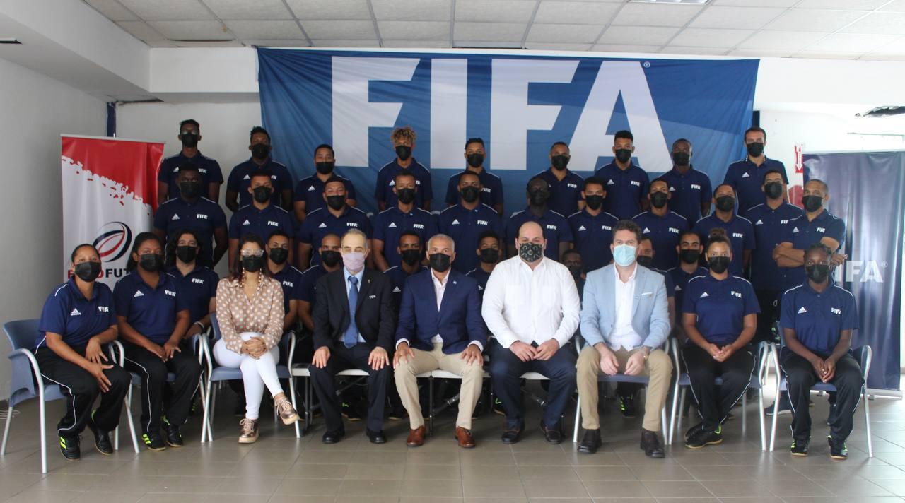 Entrenadores participan en curso FIFA de fútbol sala