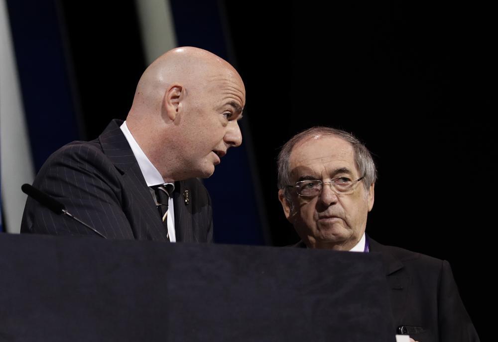 Líder de fútbol francés dice no oponerse a Mundial bienal