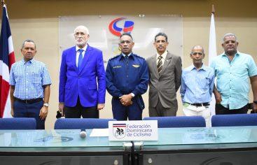 Ciclistas tras máximos honores del Campeonato Junior del Caribe