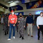 Policía garantiza seguridad a los asistentes al béisbol invernal
