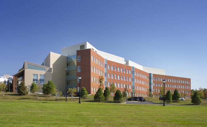 SUNY 웨스트버리 대학교