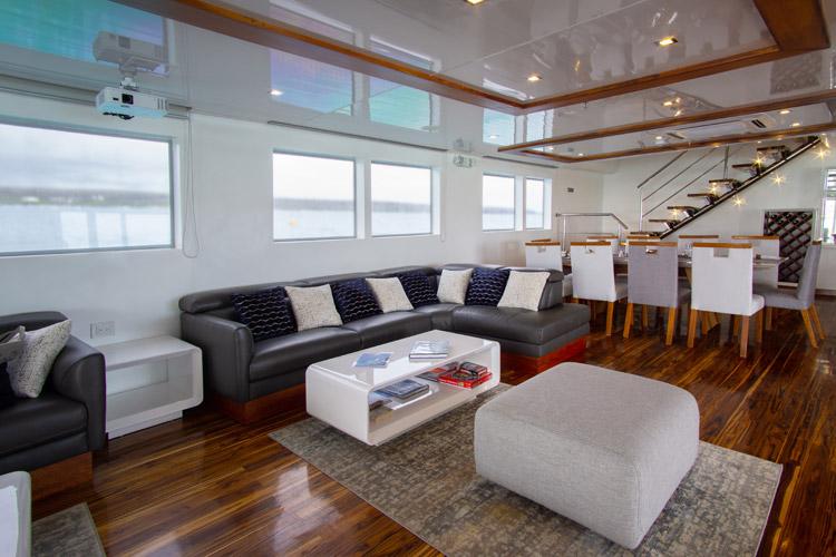 Living room infinity cruise