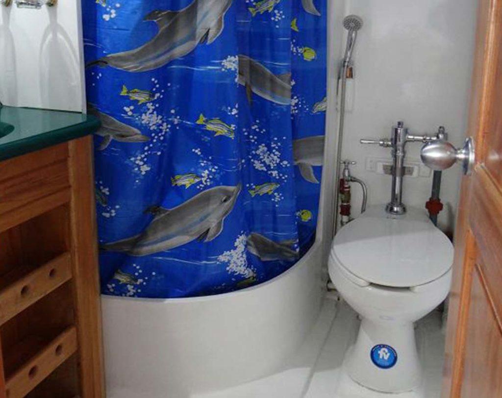 Bathroom angelito
