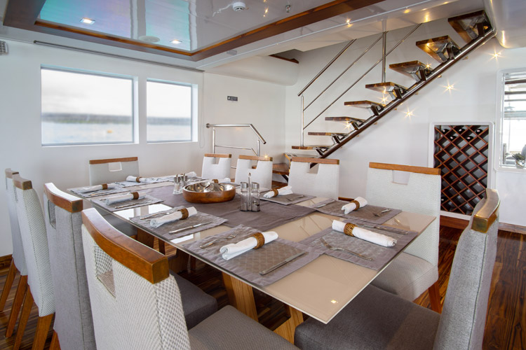 Dining room infinity cruise