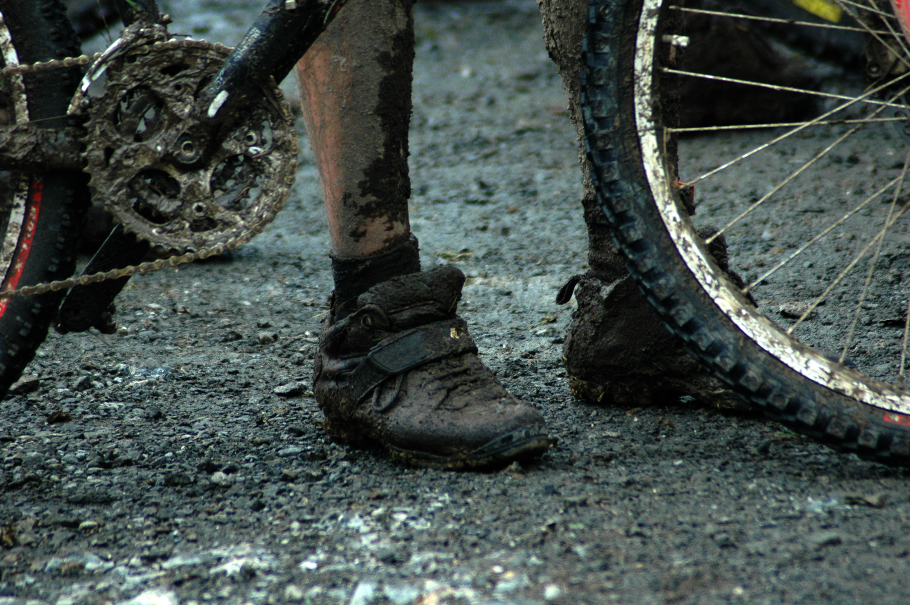 bike touring story -getting out of burgos - bicycle in mud