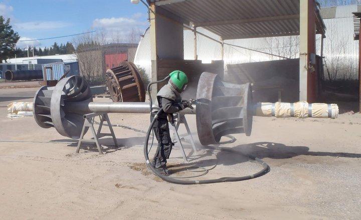 Blankafors-Blästring-av-turbinaxel-med-löphjul.jpg