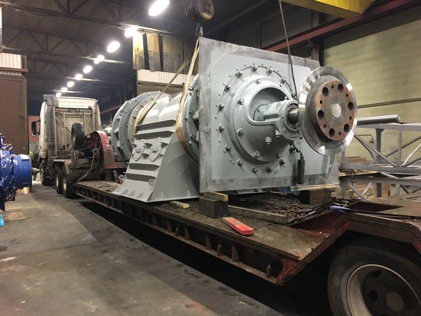 lastning-av turbin-med påmonterad-ingjutningsplåt-Fridafors