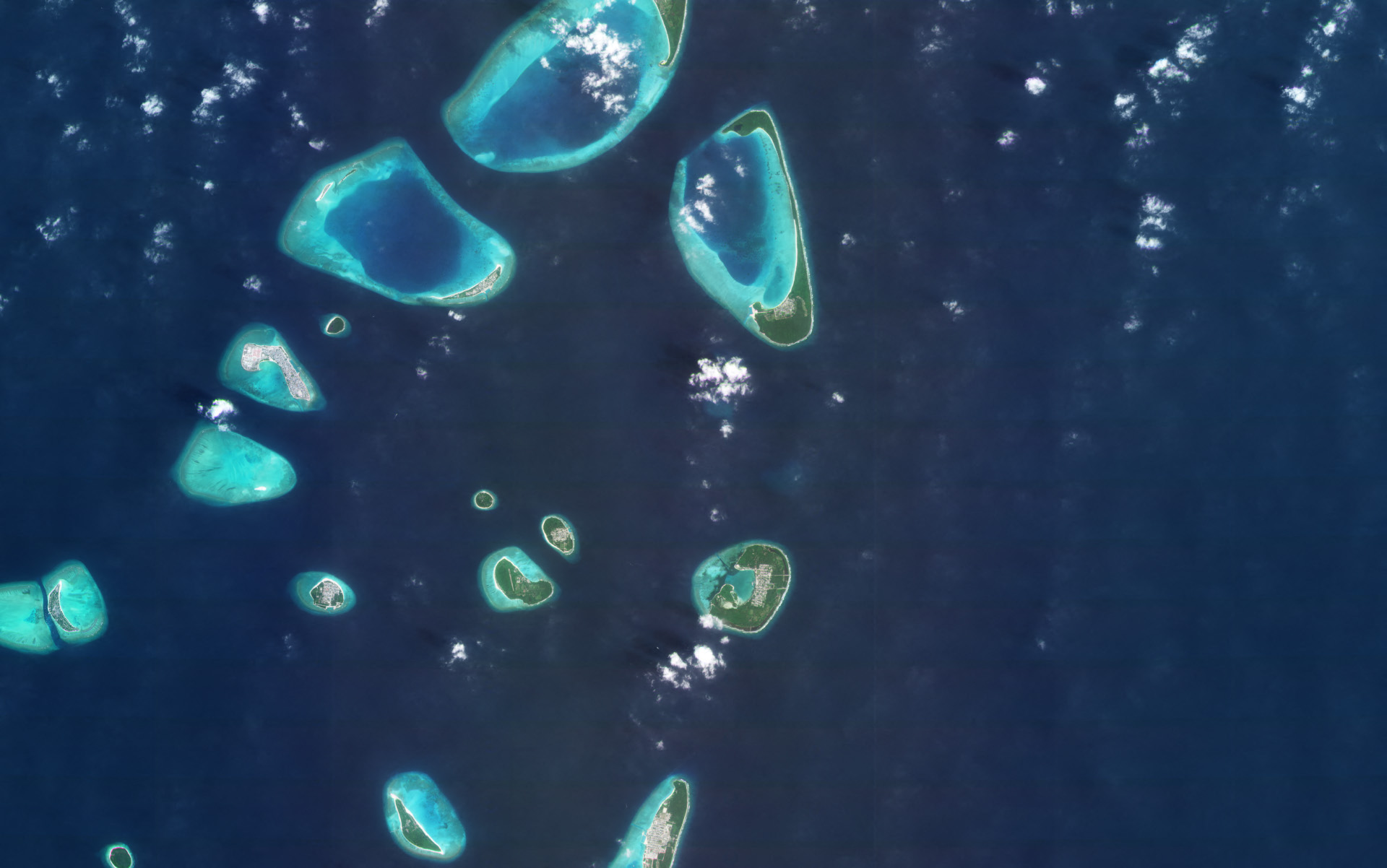 Thiladhunmathi Atoll, Maldives. Collected on January 29, 2021. © 2021, Planet Labs Inc. All Rights Reserved.