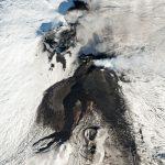 Skysat捕获埃特纳火山山顶陨石坑上的咆哮流。