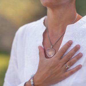 """Come aiutare il corpo ad """"auto"""" guarire senza medicine (grazie all'ascolto dei sintomi)"""