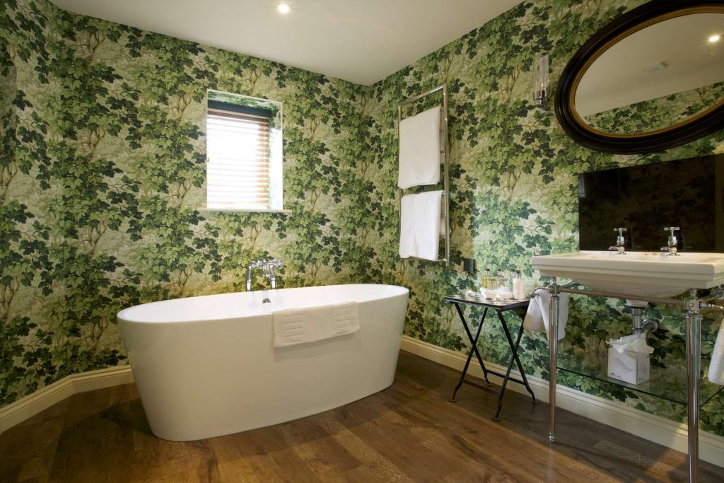 Hare and Hounds feature bath