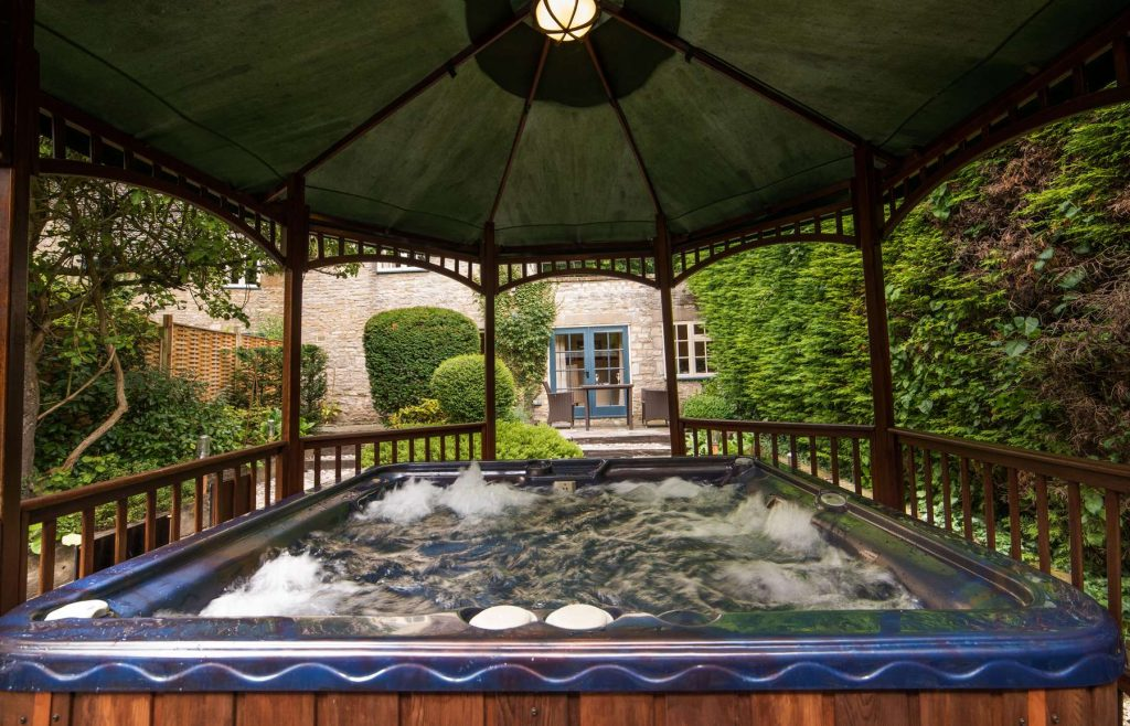 The Swan at Bibury hot tub suite
