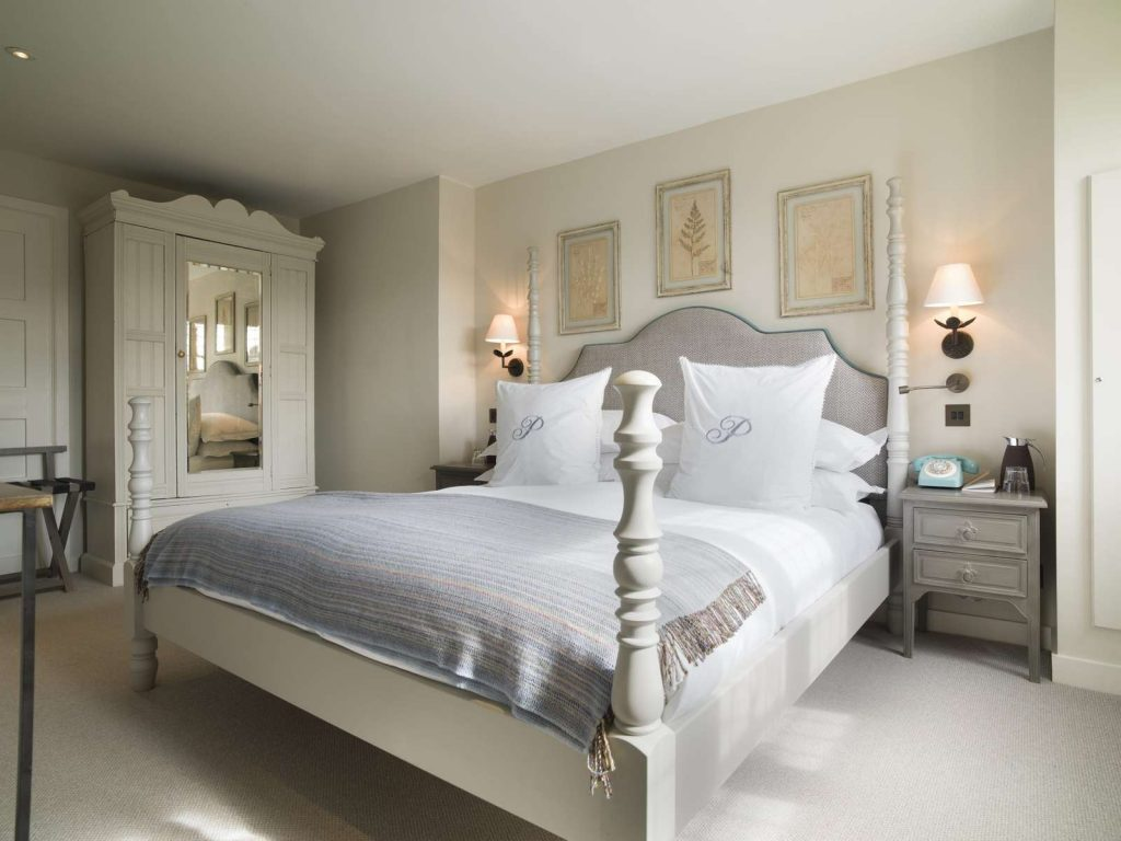 The Painswick Georges Suite bedroom