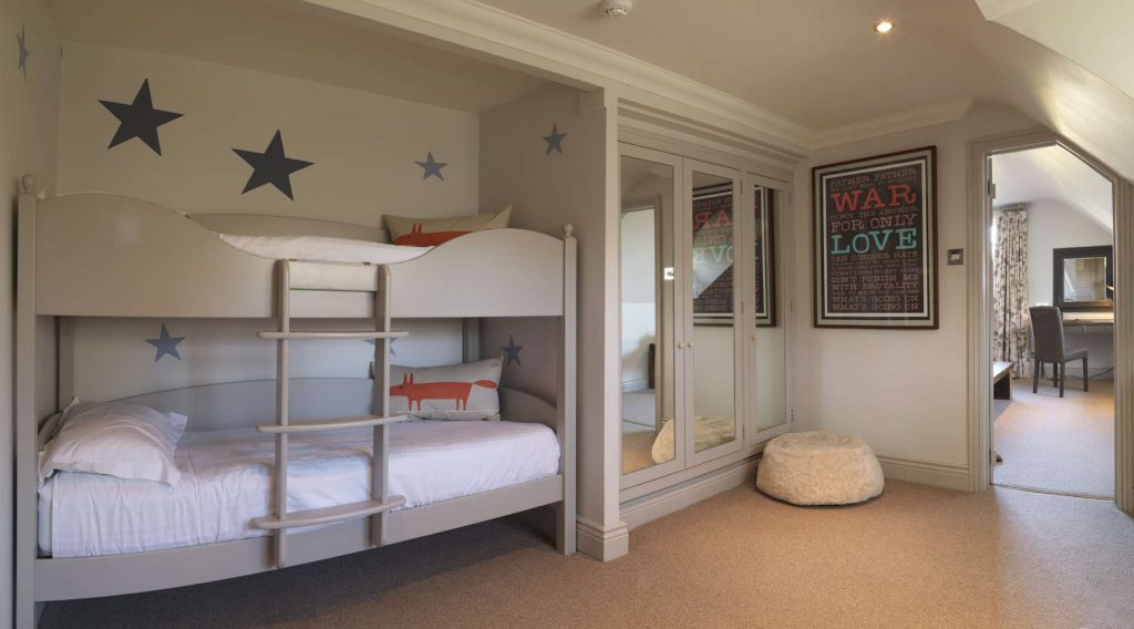 Family room with bunk beds at Calcot