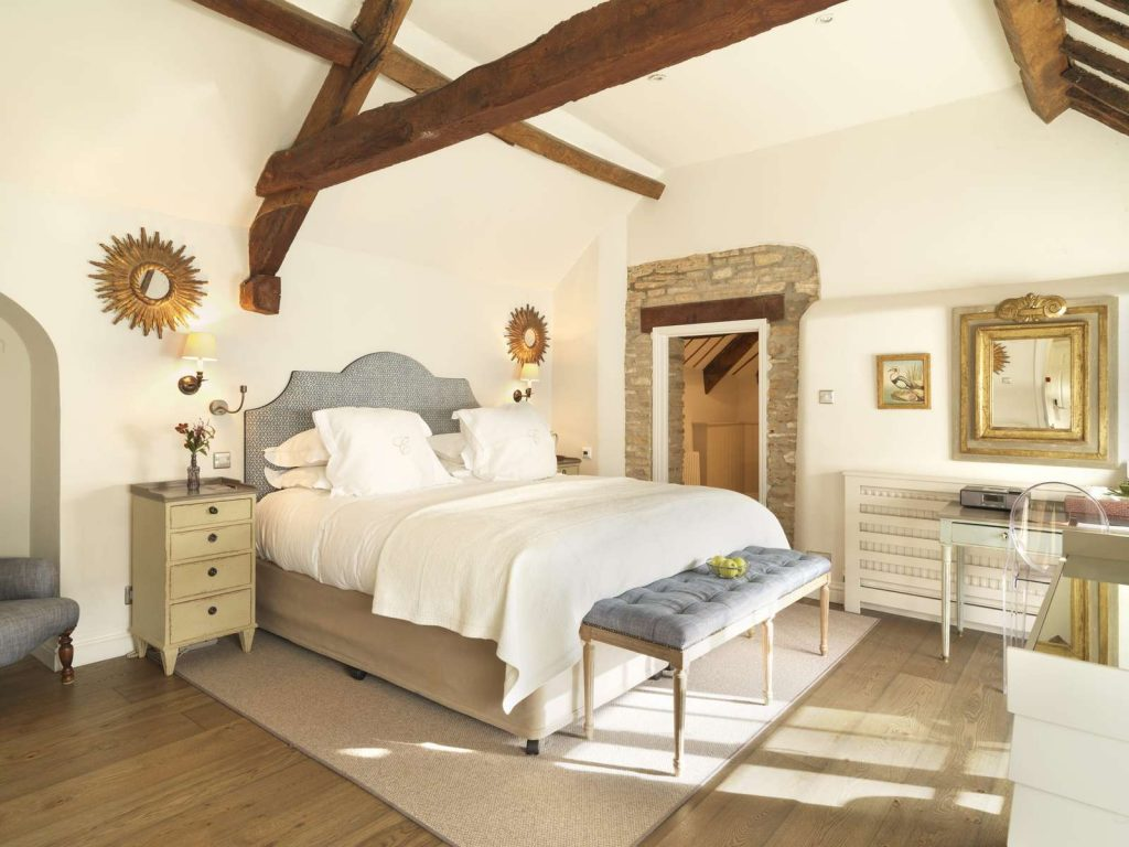 Stunning bedroom with beams at calcite