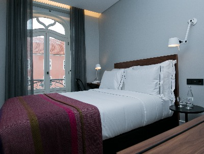 Square Room Double or Twin  + Chic Treats in Overview
