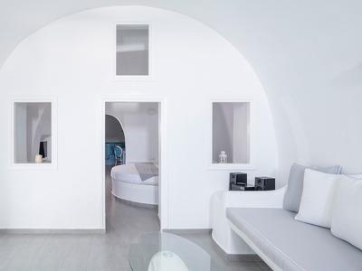 Deluxe Plunge Pool & Indoor Hot Tub Suite