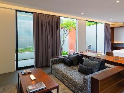 Courtyard Suite