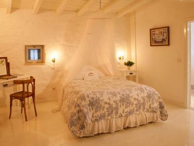 Large room 8 Bedroom