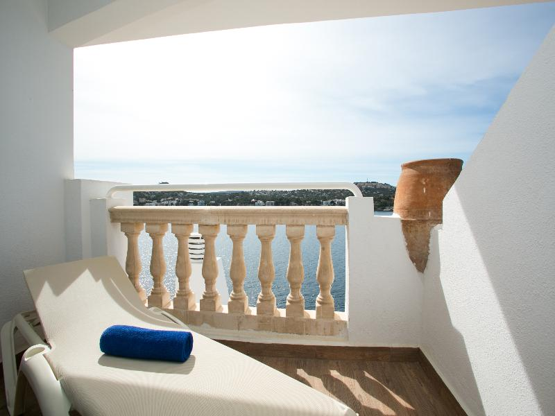 DOUBLE SEA VIEW WITH BALCONY