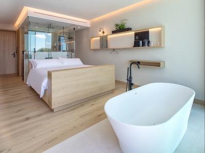 Noa Bath