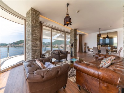 2 Bedroom Sunny Hill Line Residence with Seaview