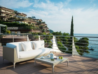 Three Bedroom Gardens Line Penthouse with Seaview