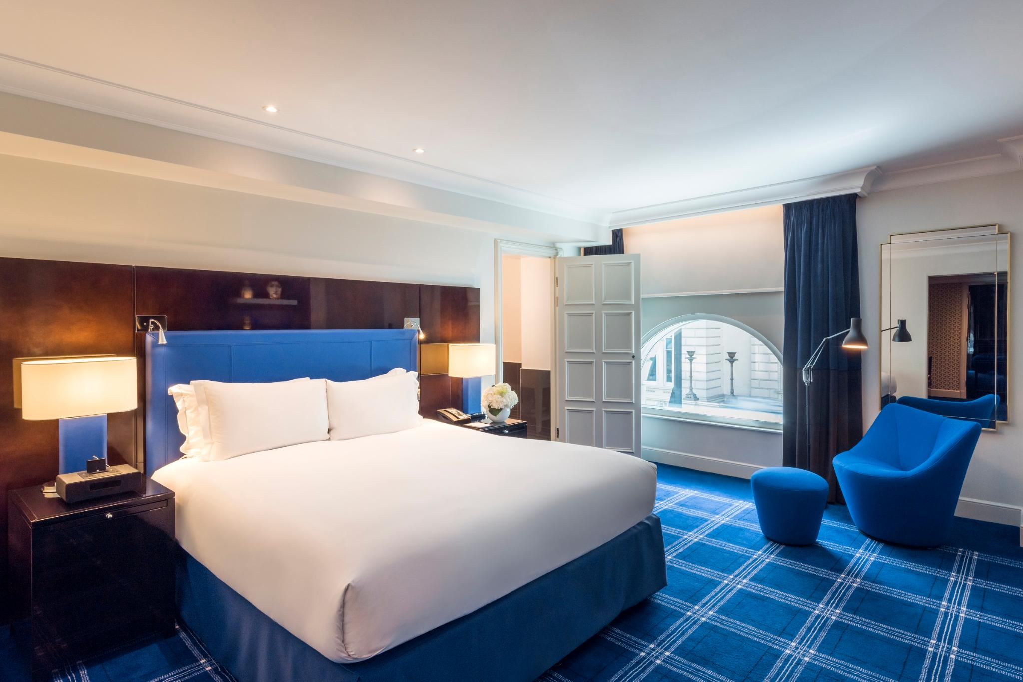 DOUBLE NEWLY DESIGNED PREMIUM LUXURY ROOM, 1 KING BED, VIEW OVER WATERLOO PLACE OR PALL MALL