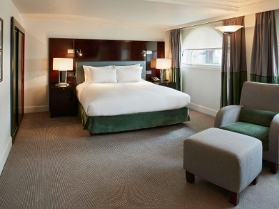 SUITE PRESTIGE SUITE, 1 KING BED, SEPARATE LIVING ROOM, VIEW OVER WATERLOO PLACE OR PALL MALL