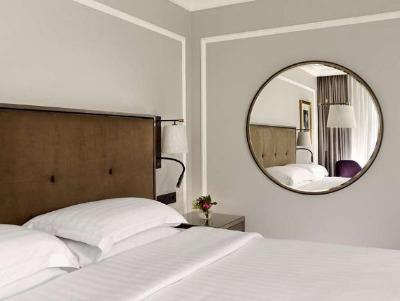 DOUBLE 1 Queen Bed