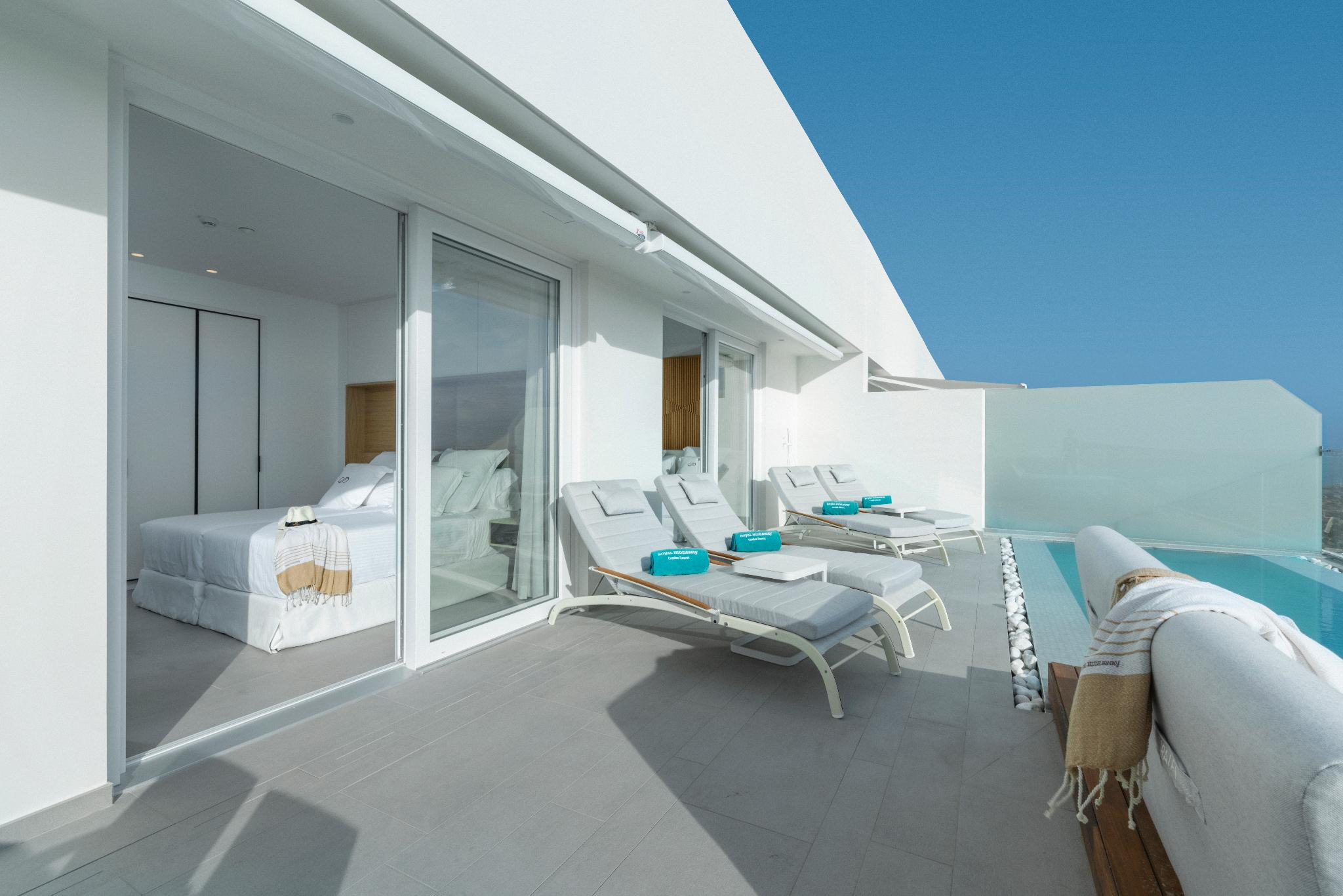 PENTHOUSE 2 BEDROOMS WITH POOL