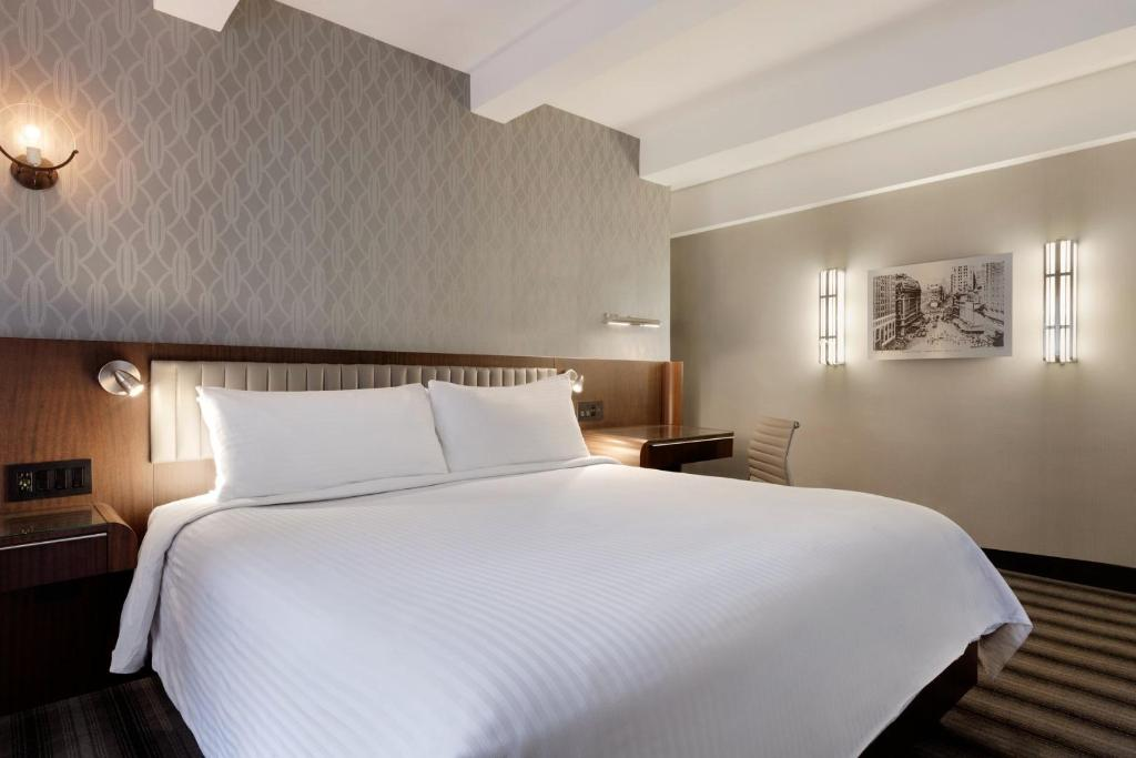 Signature 1 King Bed