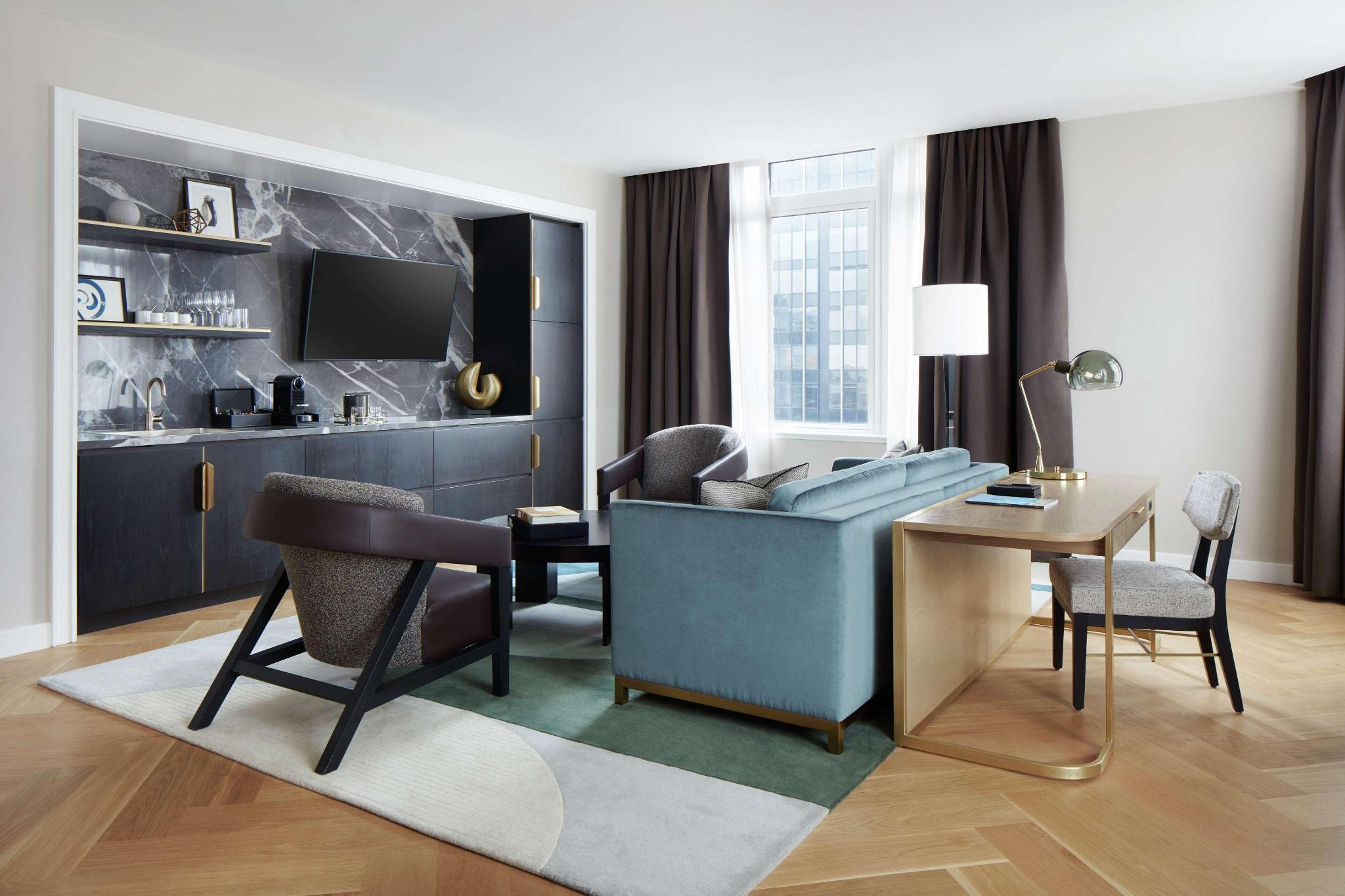 Sky Suite - 1 King Bed