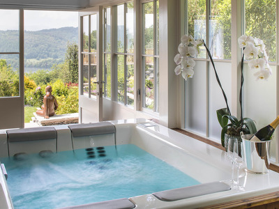Hot Tub Suite  + Chic Treats in Overview