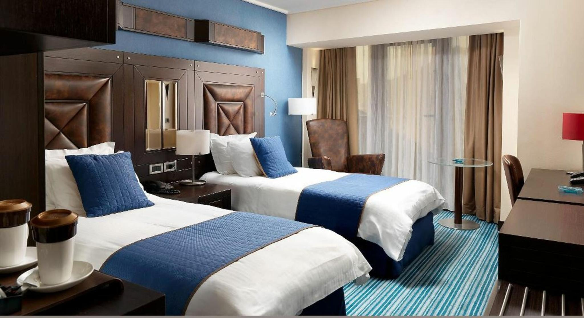 DOUBLE 1 KING BED CLUB ROOM NONSMOKING