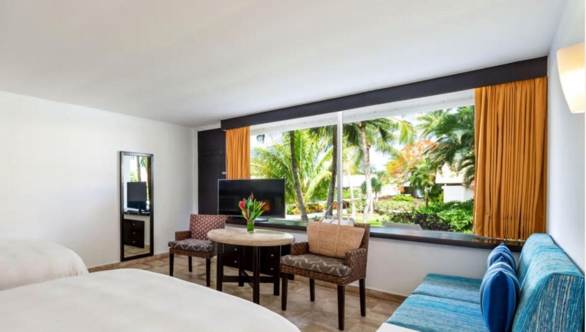 1 KING BED POOL VIEW