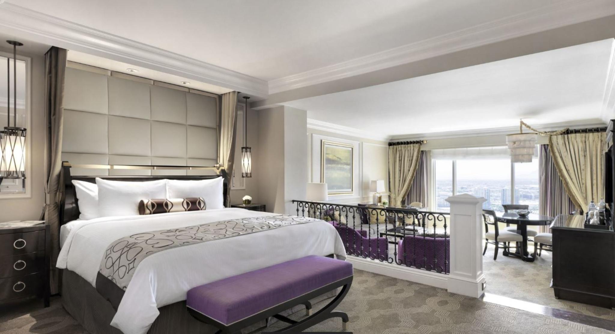 Venetian Luxury 1 King View Suite