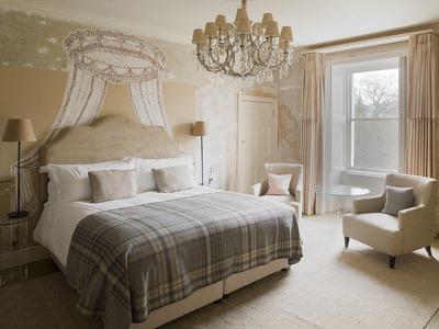 Henrietta Junior Suite + Chic Treats in Overview