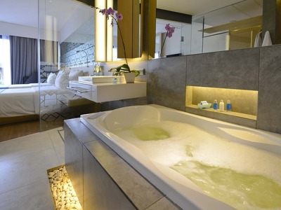 Deluxe Jacuzzi Double  + Chic Treats in Overview