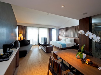 Club Suite  + Chic Treats in Overview