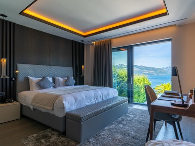 Standard Sea view + Chic Treats in Overview
